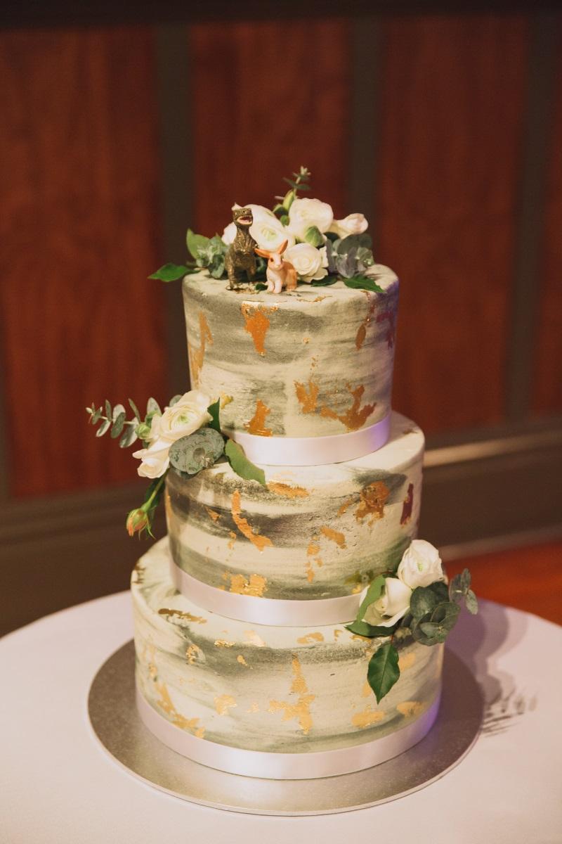 Wedding Cake | Classic Urban Wedding | Indian Wedding | Bonny 1420 | Astra Bridal | Candy Capco Photography