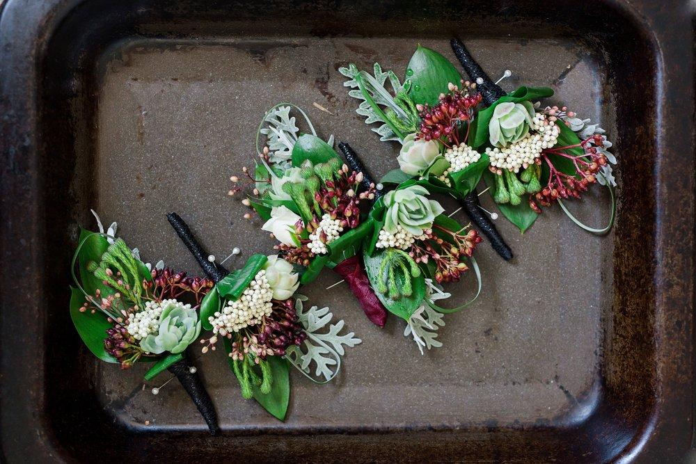 Button hole flowers | Astra Bride Lauren