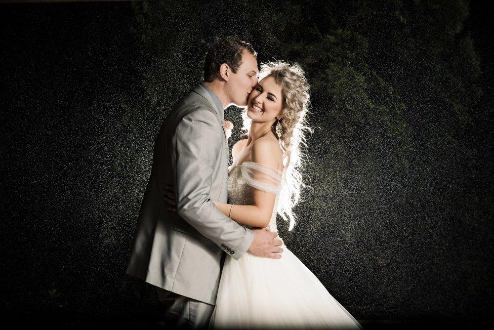 Wedding Rain Photo | Astra Bridal | Maggie Sottero | Avianto Estate | Little White Ribbon Photography