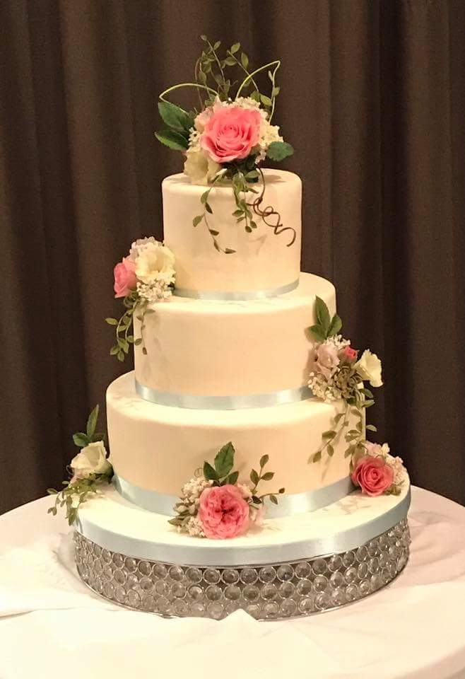 Wedding Cake | | Astra Bridal | Christina Rossi | Hamilton Airport and Conference Centre