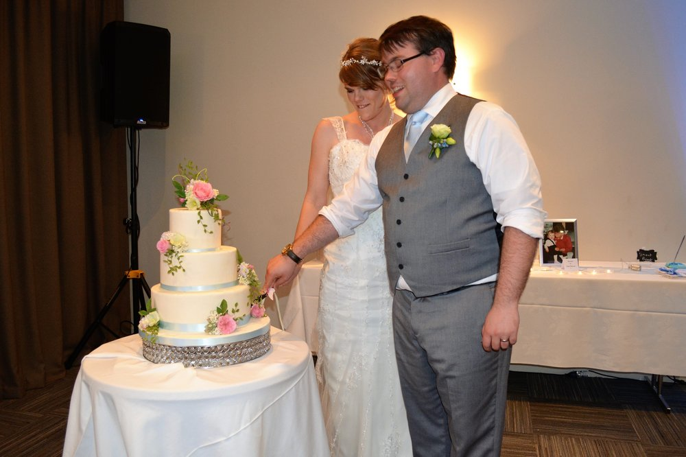 Sugar Flower Wedding Cake | Astra Bridal | Christina Rossi | Hamilton Airport and Conference Centre