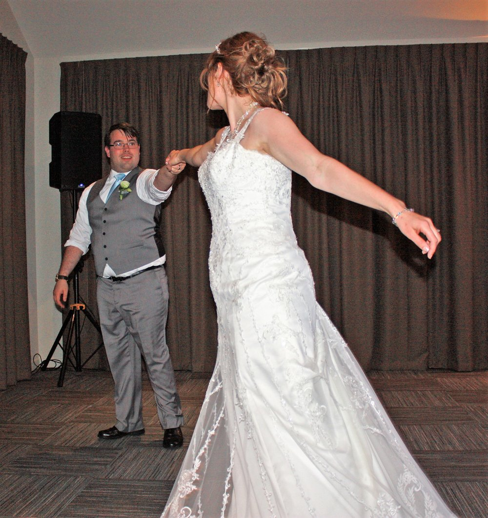 Wedding Dance | Astra Bridal | Christina Rossi | Hamilton Airport and Conference Centre
