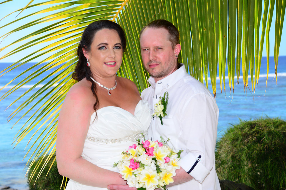 Tropical Sushine - and clear blue sea added to the relaxed beach wedding feel that the couple wanted.