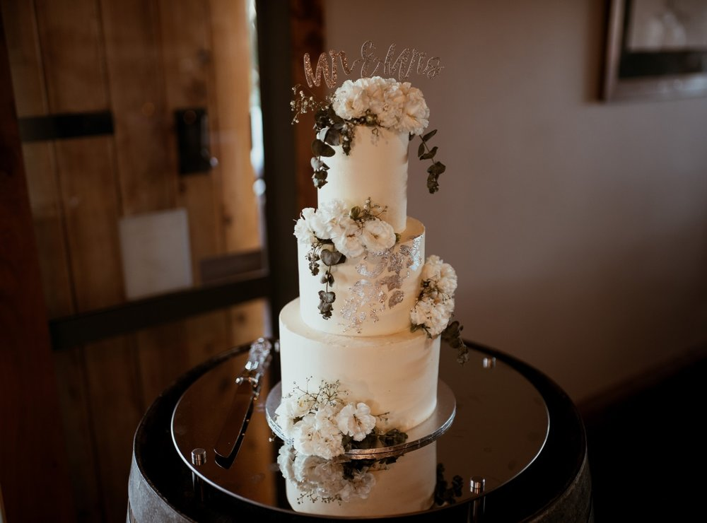 Wedding Cake |Rustic Country Wedding | Maggie Sottero | Astra Bridal | David Le Photography
