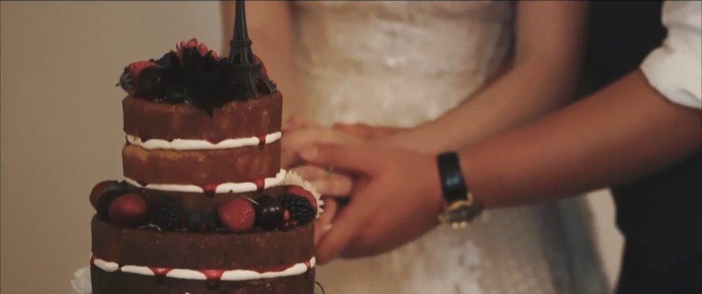 Cutting the Cake | Astra Bride Jessica