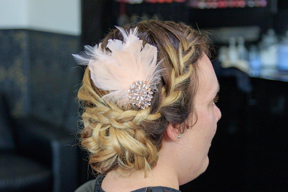 Vintage Hair Clip | Maggie Sottero | Astra Bridal | Vintage Wedding | Larnach Castle | Vanessa Adcock Photography