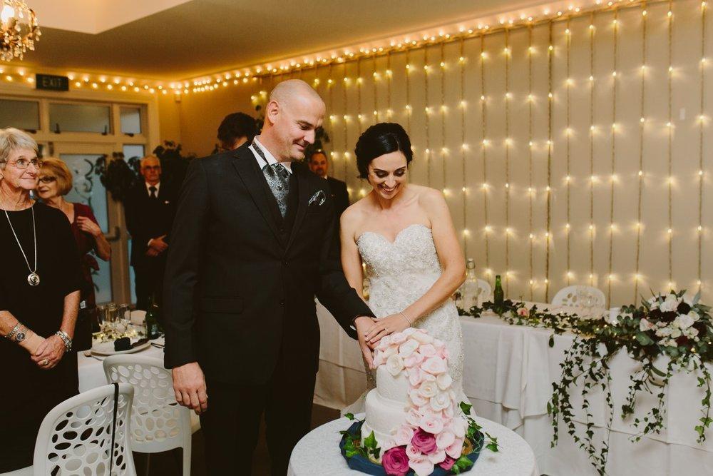 Wedding Cake | Essence Bridal | Astra Bridal | Classic Wedding | Daltons Plantation | Ruth Gilmour Photography
