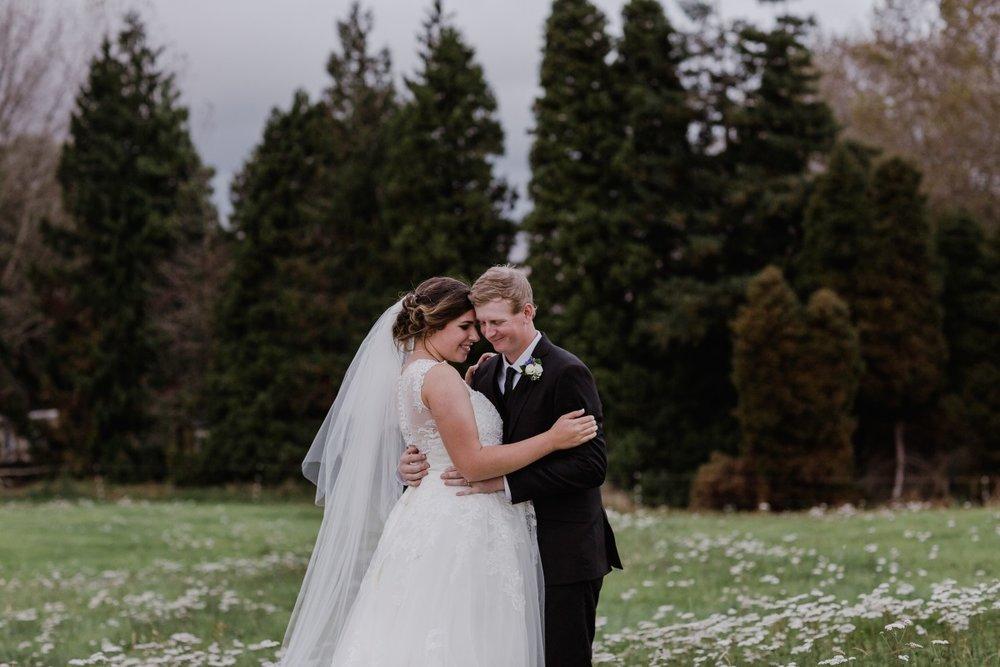 Bride and Groom | Bonny Bridal | Astra Bridal | Classic Wedding | Huka Falls Resort | Jessica Lee Photography