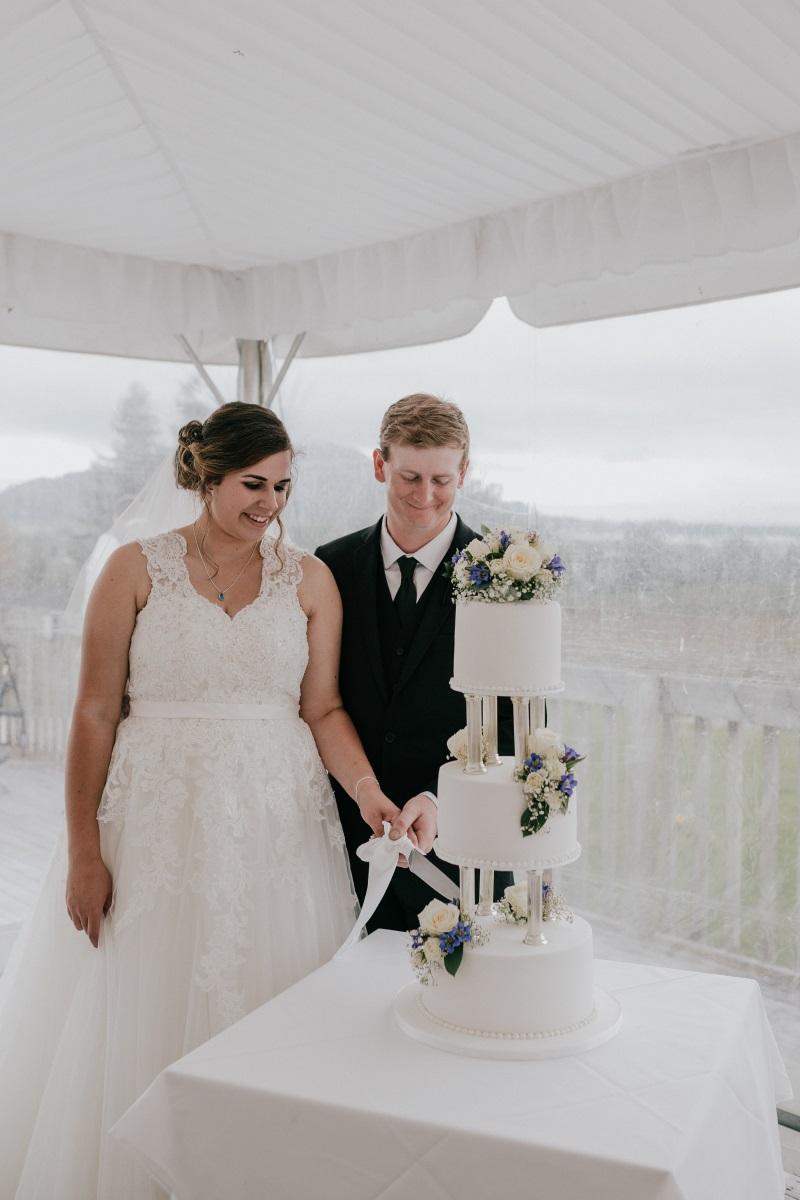 Wedding Cake | Bonny Bridal | Astra Bridal | Classic Wedding | Huka Falls Resort | Jessica Lee Photography