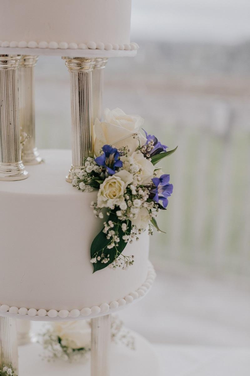 Floral cake decoration | Bonny Bridal | Astra Bridal | Classic Wedding | Huka Falls Resort | Jessica Lee Photography