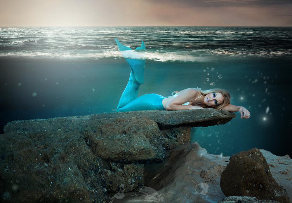 Naomi underwater.jpg