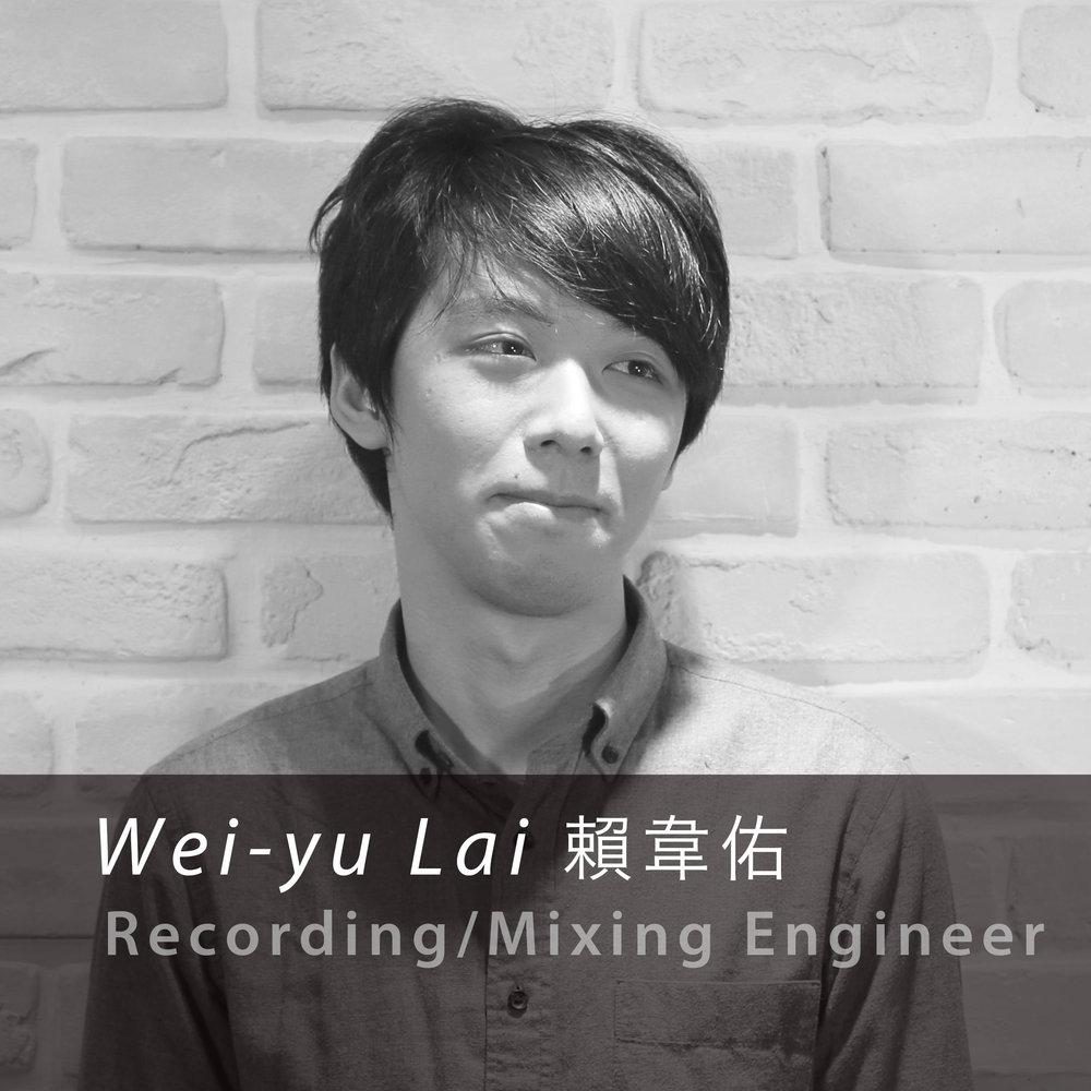 賴 韋佑 / 錄音師  Wei-Yu Lai / Recording Engineer  高中主修小提琴,大學畢業於國立台灣戲曲學院,主修音響工程。在許多劇場演出活動參與音響工程以及音響設計。國高中就讀音樂班讓他在錄音的時候更能完美呈現樂器的聲線。