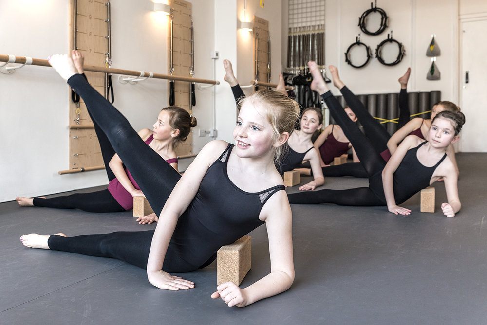 BBCON + Limbering - Modern + Ballet studentsThese 15 minute sessions continue to enhance the students' stamina, strength + flexibility as their syllabus work becomes more demanding.Class Times: BBCon (Mondays - 6.00pm) + Limbering (Wednesdays - 6.15pm)