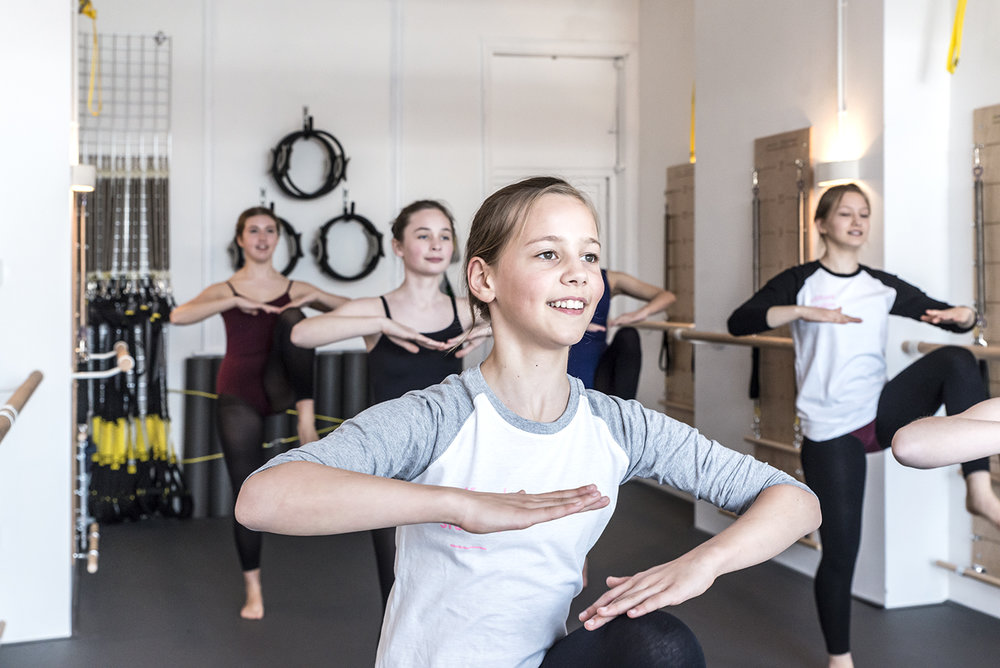 Limbering - Modern studentsThese 15 minute sessions continue to enhance the students' stamina, strength + flexibility as their syllabus work becomes more demanding.Class Times: Thursdays - 6.30pm