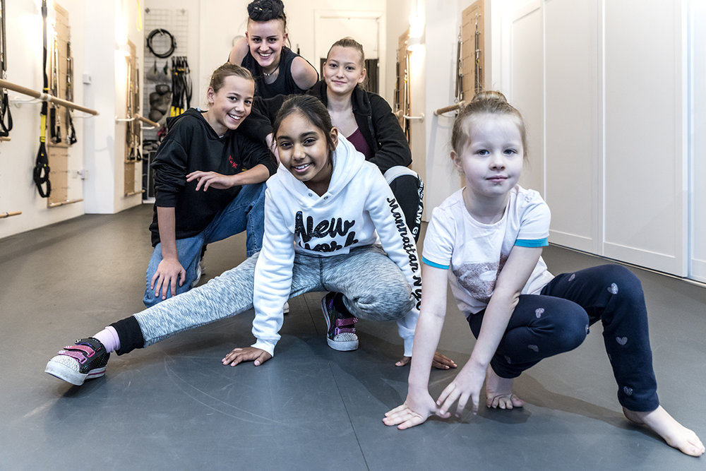 Beginner Street - 3 - 5 yearsSet to contrasting music from our other classes, Street allows our younger dancers total freedom of movement and expression.Our teacher AJ is also experienced in House and Hip Hop which adds diversity to the classes. Class Times: Tuesdays - 3.45pm