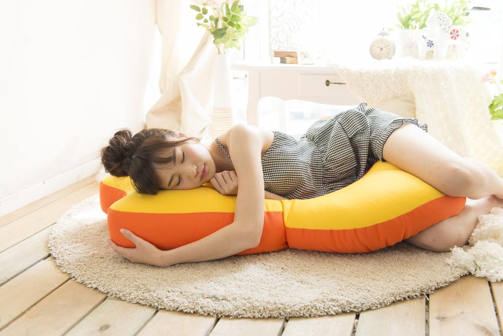 Beddy(ベディ)と添い寝 - 機能性デザインクッション