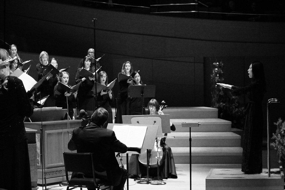 Jenny Wong conducts LA Master Chorale bw.jpg
