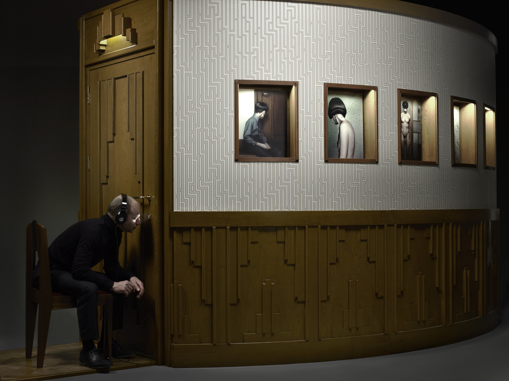 Erwin Olaf, Keyhole 2011 - Courtesy the artist and Rabouan Moussion Gallery Paris