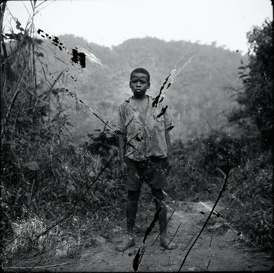 Jeune Pygmée chassé de la forêt primaire, ougande, 1996- Courtesy the artist and Rabouan Moussion Gallery Paris