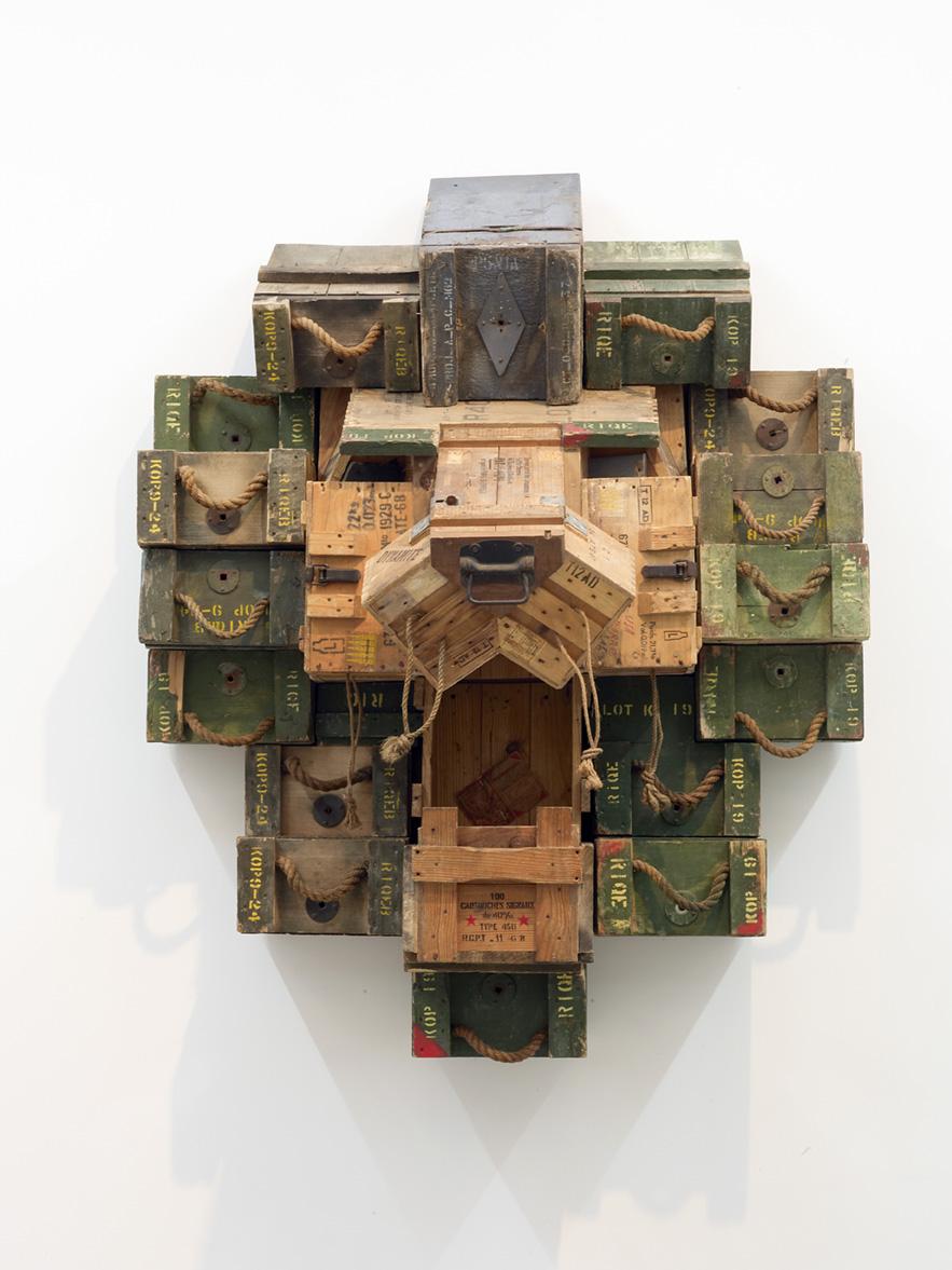 HEAD, 2015, 166x133x83 cm, caisses à munitions militaires.jpg