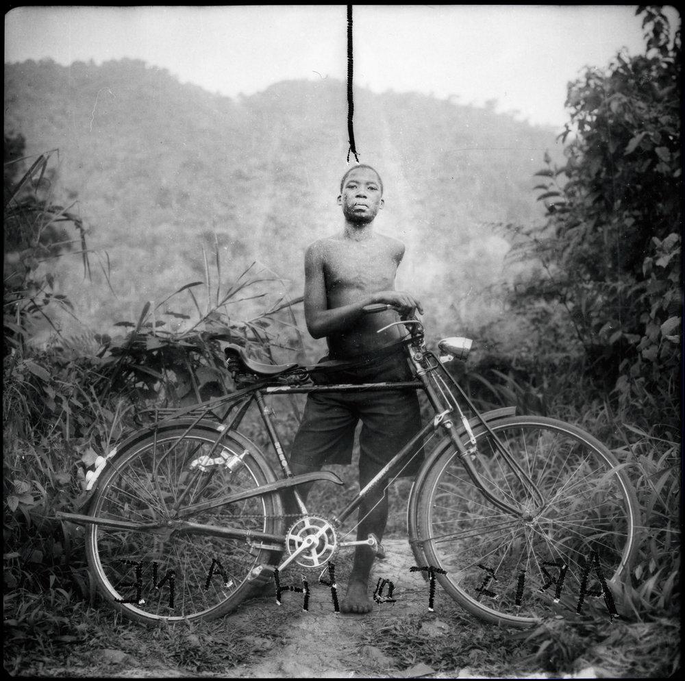 Jammes_Pygmée chassé de la forêt primaire, Ouganda, source du Nil_1996_200x200cm_7.jpg