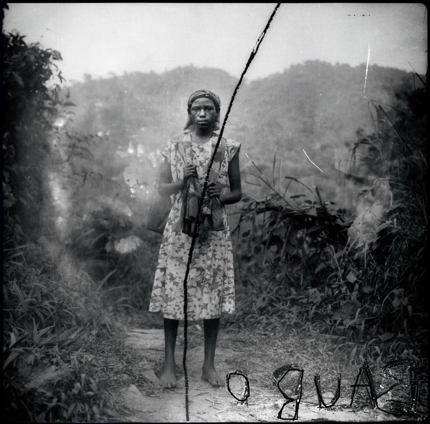 Pygmée chassé de la forêt primaire, Ouganda, source du Nil_1996_100x100cm 3.jpg