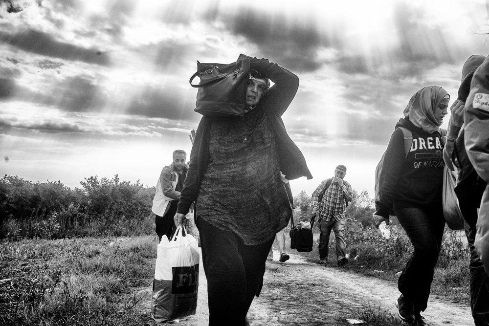 Femmes syriennes frontière serbo-croate, Sid, Serbie, 2015.jpg