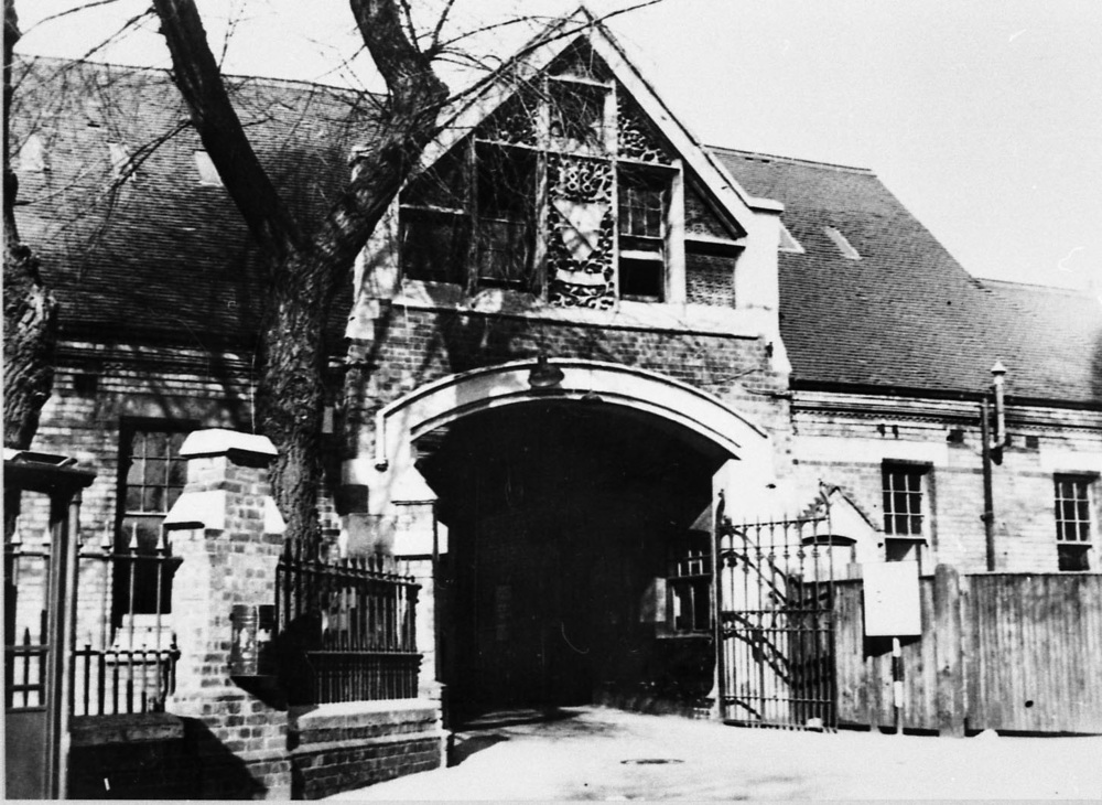 photo72 1200dpi Workhouse main entrance Western Rd.jpg