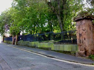 KEY HILL: The railings to Key Hill Cemetery to the left of the main gates. In a good state of preservation, the cast iron railings are still in place and presumably are original? If they are original, I wonder why they weren't removed and melted own for the War Effort like so many other municipal metal ware?
