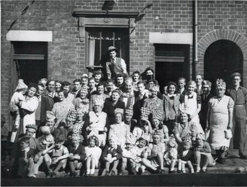 VE DAY 1945 WINSON STREET