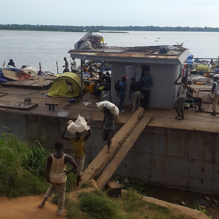 Loading and unloading a boat in Lisala.