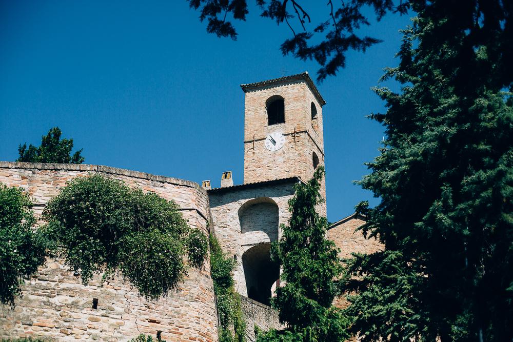 italian-clock-tower-montegridolfo.jpg