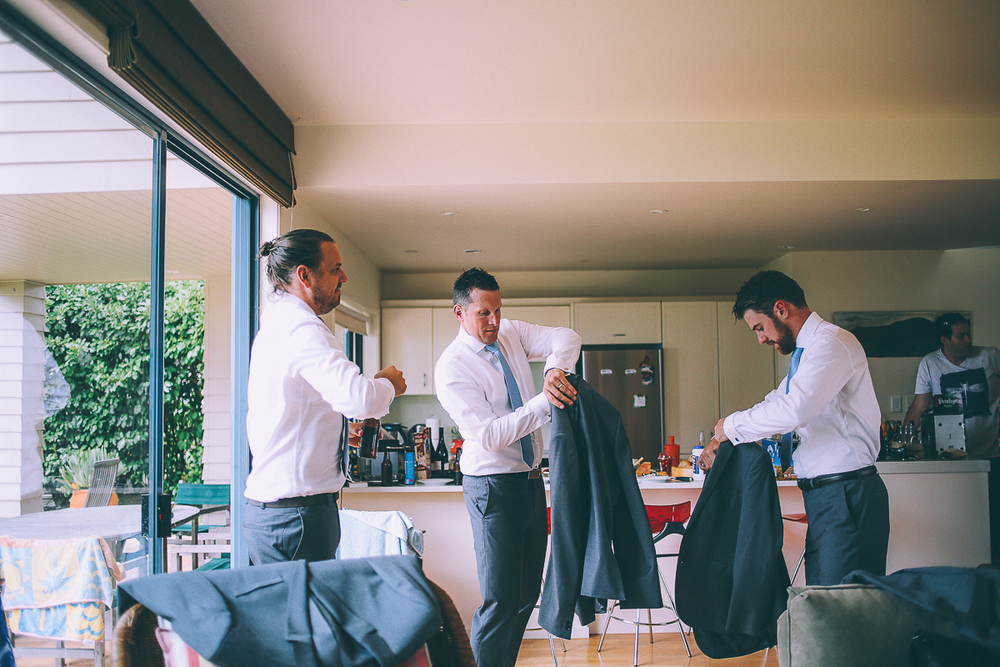groomsmen-getting-ready (2).jpg