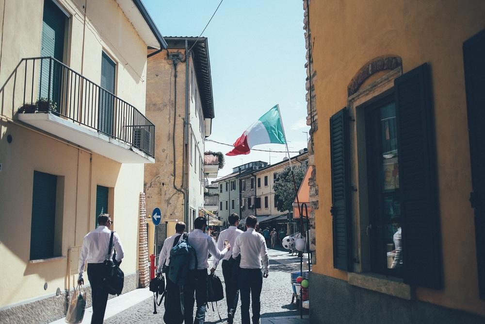 groom-groomsmen-flag-italy.jpg