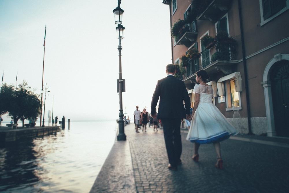 bride-groom-boardwalk-lazise.jpg