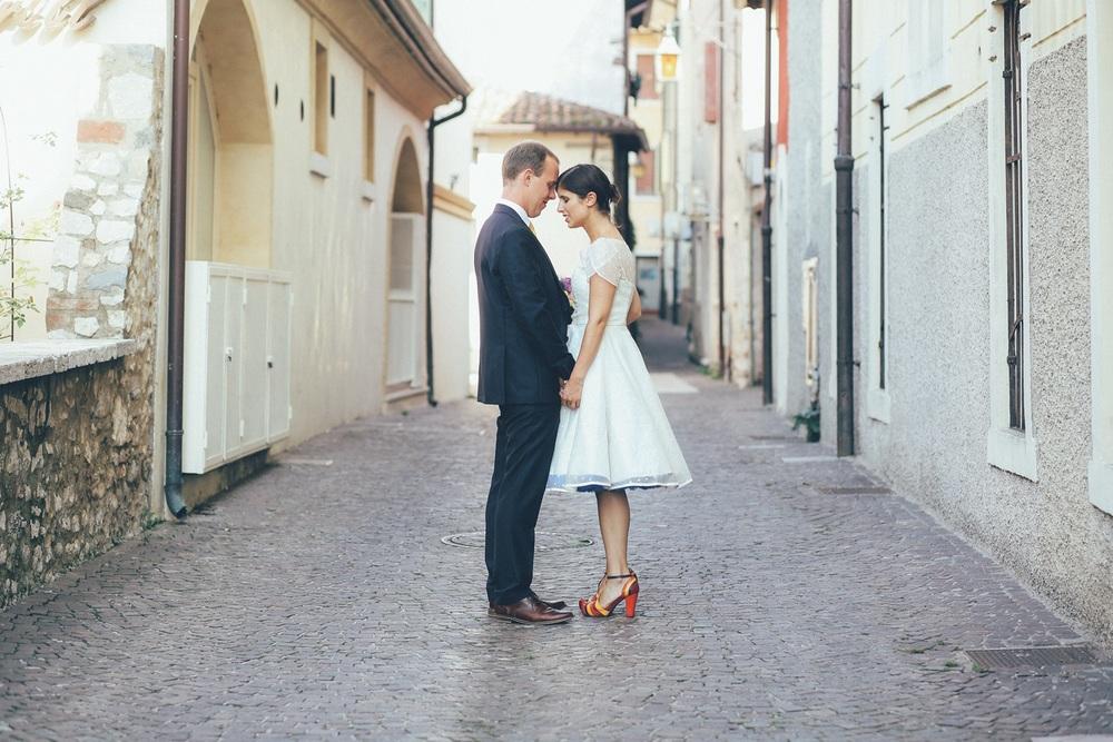 bride-groom-poses.jpg