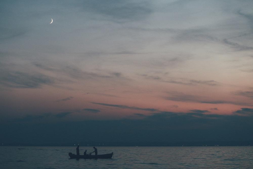 sunset-boat-lazise.jpg