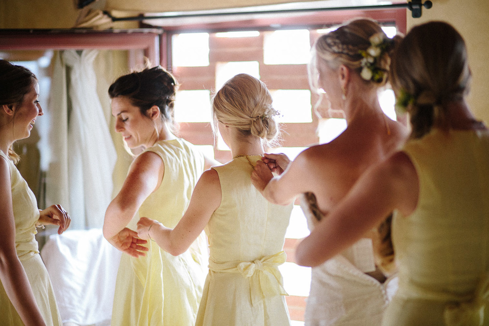 44-bridesmaid-getting-ready.jpg