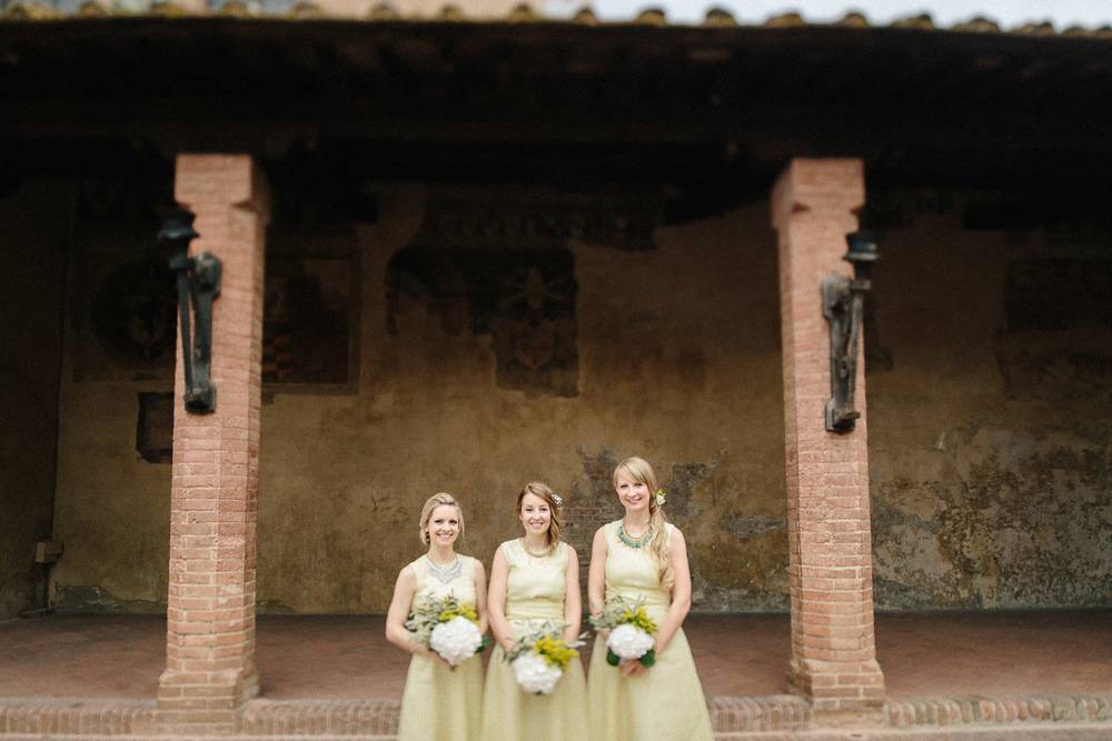 63-bridesmaids-in-certaldo.jpg
