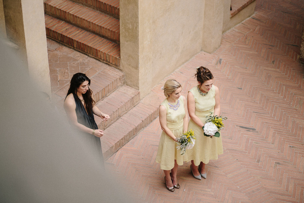 80-bridesmaids-in-certaldo.jpg