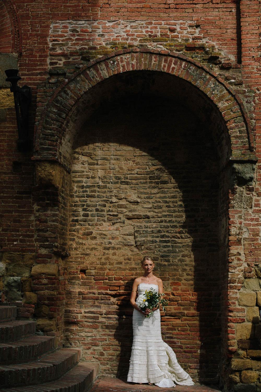 91-bride-in-certaldo-tuscany.jpg