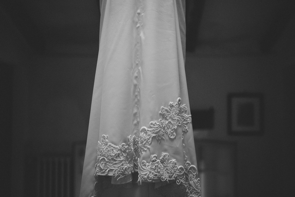 15-bride-dress-detail.jpg