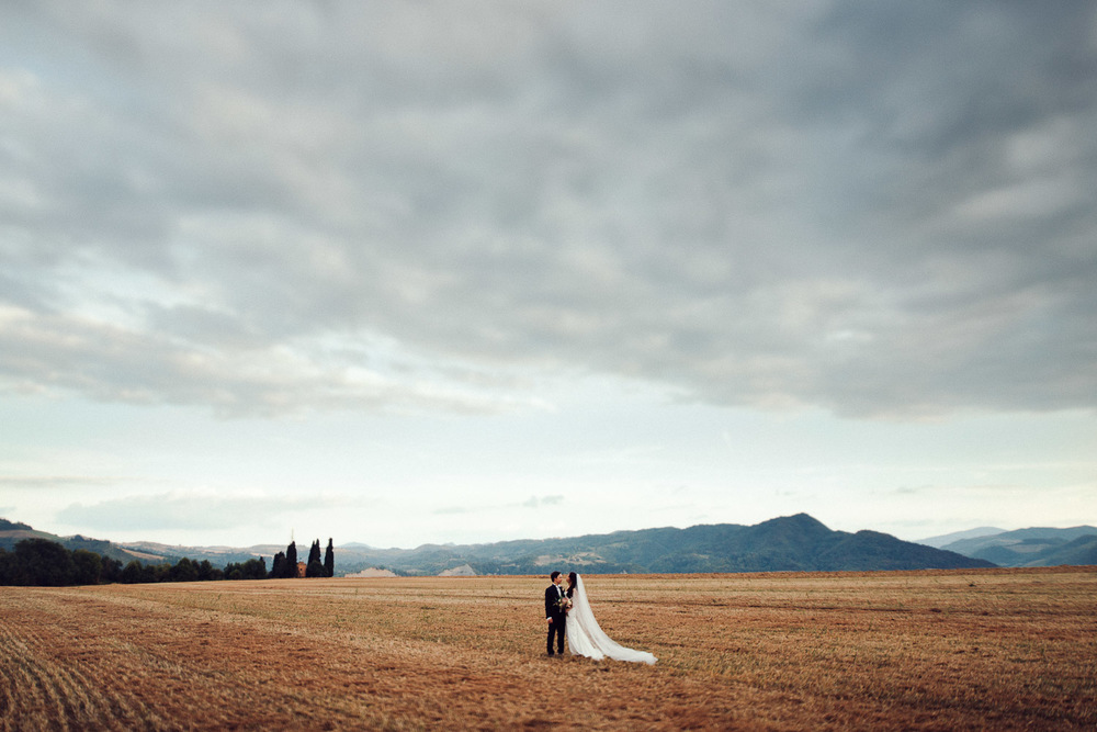 77-bride-groom-field.jpg
