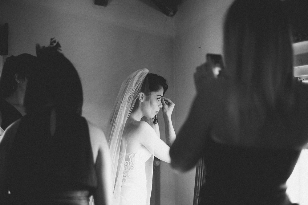 39-bride-getting-ready.jpg