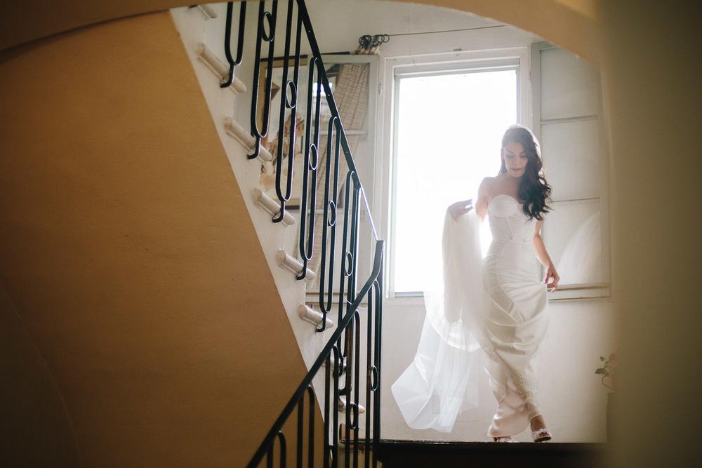 41-bride-stairs.jpg