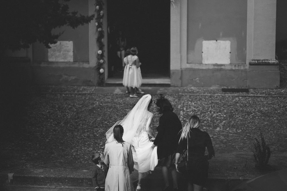 47-bride-coming.jpg