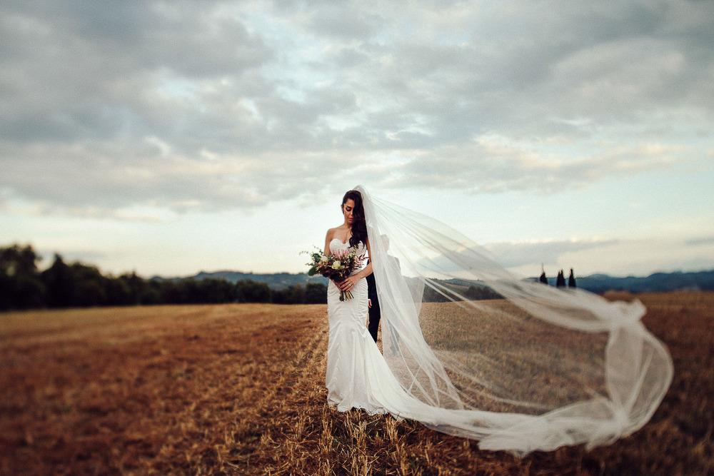 79-bride-veil-field.jpg