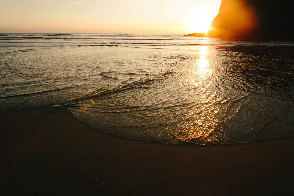 engagement bethells beach - new zealand (34).jpg
