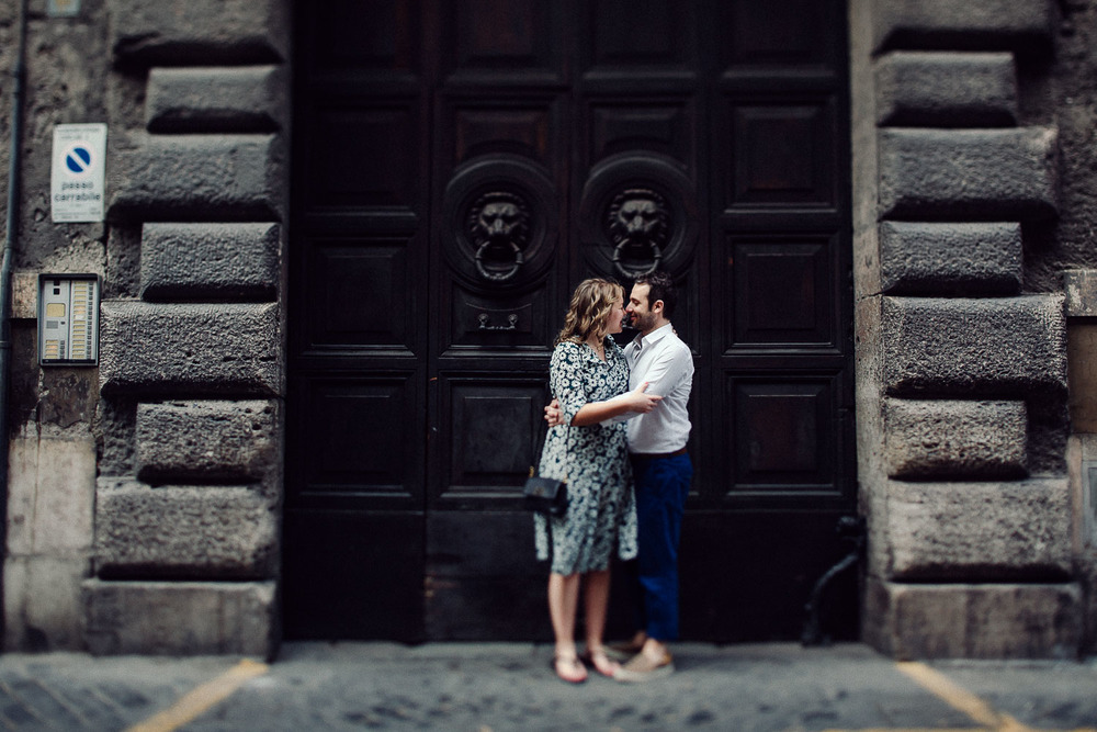 17-engagement-in-rome.jpg
