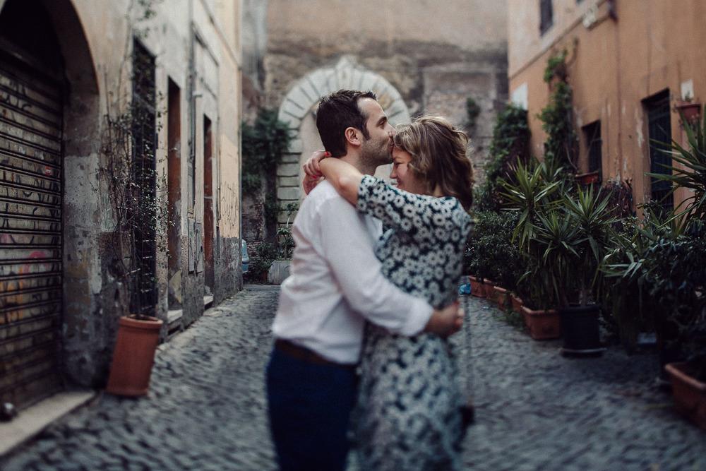 34-couple-in-rome.jpg